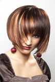 Mujer hermosa con el peinado brillante Fotografía de archivo