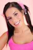 Mujer hermosa con el peinado dual de las colas de potro foto de archivo