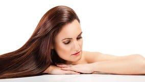 Mujer hermosa con el pelo largo Imágenes de archivo libres de regalías