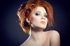Mujer hermosa con el pelo magnífico Fotos de archivo