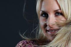 Mujer hermosa con el pelo que agita Fotos de archivo