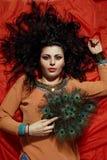 Mujer hermosa con el pelo rizado largo Fotografía de archivo libre de regalías