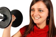 Mujer hermosa con el peso del deporte imagenes de archivo