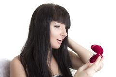 Mujer hermosa con el presente Foto de archivo libre de regalías