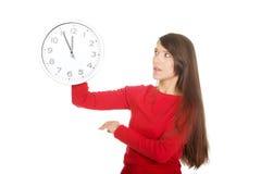 Mujer hermosa con el reloj Fotos de archivo
