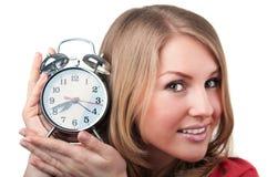 Mujer hermosa con el reloj del aralm Foto de archivo