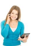 Mujer hermosa con el teléfono y la tableta Fotos de archivo