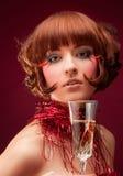Mujer hermosa con el vidrio del champán imagen de archivo libre de regalías