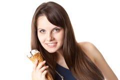 Mujer hermosa con helado Imagen de archivo libre de regalías