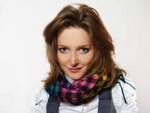 Mujer hermosa con la bufanda Imagen de archivo libre de regalías