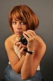 Mujer hermosa con la cámara Fotos de archivo libres de regalías