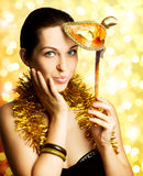 Mujer hermosa con la máscara del carnaval Imágenes de archivo libres de regalías