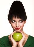 Mujer hermosa con la manzana imágenes de archivo libres de regalías