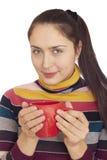 Mujer hermosa con la taza roja grande Fotografía de archivo libre de regalías