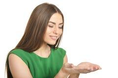 Mujer hermosa con las palmas abiertas Foto de archivo libre de regalías