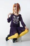 Mujer hermosa con los dreadlocks brillantes de los colores Imagenes de archivo