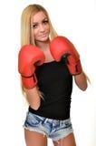 Mujer hermosa con los guantes de boxeo rojos Imagen de archivo