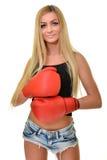 Mujer hermosa con los guantes de boxeo rojos Imágenes de archivo libres de regalías