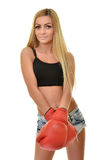 Mujer hermosa con los guantes de boxeo rojos Imagen de archivo libre de regalías