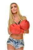 Mujer hermosa con los guantes de boxeo rojos Fotografía de archivo libre de regalías