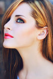 Mujer hermosa con los labios rosados Fotografía de archivo