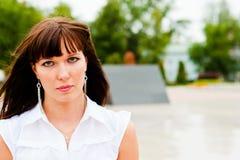Mujer hermosa con los ojos expresivos Imágenes de archivo libres de regalías
