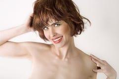 Mujer hermosa con los pelos cortos marrones Fotos de archivo libres de regalías