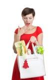 Mujer hermosa con los regalos de Navidad Fotografía de archivo