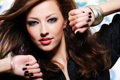 Mujer hermosa con maquillaje brillante Foto de archivo libre de regalías