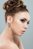 Mujer hermosa con maquillaje de la tarde Fotos de archivo libres de regalías