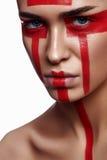 Mujer hermosa con maquillaje tribal futurista foto de archivo libre de regalías