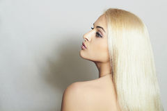 Mujer hermosa con sorprender Hair.Blond SexyGirl Fotografía de archivo libre de regalías