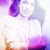Mujer hermosa de la moda. La foto del arte pop de la cara del color entonó rosa. Foto de archivo libre de regalías