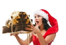 Mujer hermosa de la Navidad en el sombrero de santa Imagen de archivo