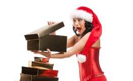 Mujer hermosa de la Navidad en el sombrero de santa Foto de archivo