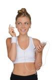 Mujer hermosa de los deportes con los auriculares y el teléfono Imágenes de archivo libres de regalías