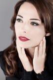 Mujer hermosa de los ojos verdes que mira lejos Foto de archivo libre de regalías