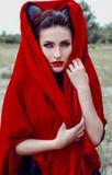 Mujer hermosa de un cuento de hadas con los cuernos del pelo Imagen de archivo
