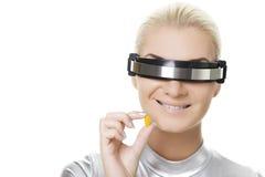 Mujer hermosa del cyber con una píldora Imágenes de archivo libres de regalías