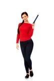 Mujer hermosa del estudiante que destaca con un lápiz grande Foto de archivo libre de regalías