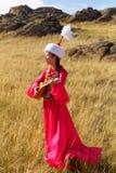 Mujer hermosa del kazakh en traje nacional Imagen de archivo libre de regalías