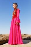 Mujer hermosa del kazakh en traje nacional Imagen de archivo