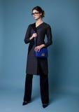 Mujer hermosa del negocio de moda con los accesorios Foto de archivo