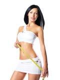 Mujer hermosa deportiva con la cinta de la medida foto de archivo