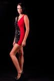 Mujer hermosa en alineada negra y roja Foto de archivo libre de regalías