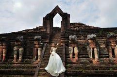 Mujer hermosa en alineada tradicional tailandesa Imágenes de archivo libres de regalías