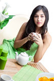 Mujer hermosa en café Imagenes de archivo