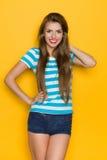 Mujer hermosa en camisa rayada Fotos de archivo libres de regalías