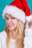Mujer hermosa en casquillo de la Navidad Imagen de archivo libre de regalías