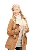 Mujer hermosa en chaqueta de zalea imágenes de archivo libres de regalías